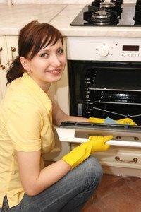 städtips på ugnsrengöring för ett renare kök