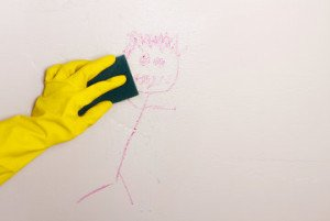 Tips på att tvätta och rengöra väggar innen du målar om hemma